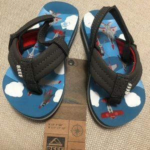 """NWT Reef """"Blue Airplanes"""" Sandals Size 3/4"""